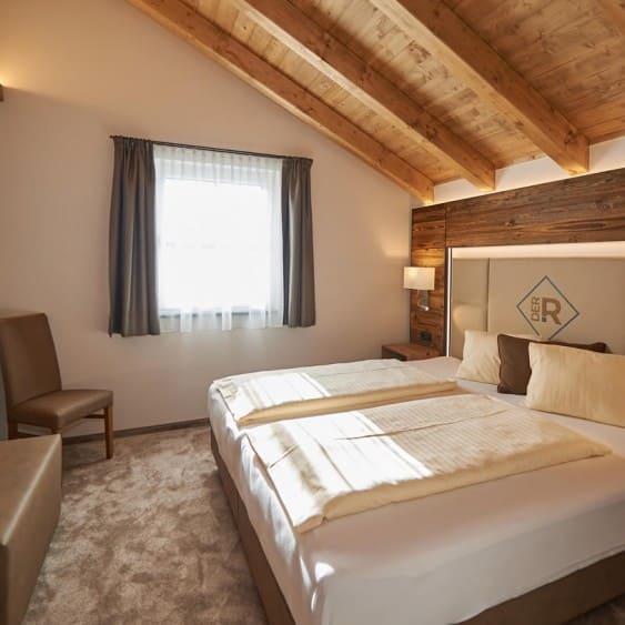 Schlafzimmer Und Essbereich Wohnbeispiel Schlafzimmer In Der Ferienwohnung Modernes  Schlafzimmer Im Aparthotel Rainerhof ...